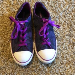 Girls Purple Converse one Star shoes.  Size 4